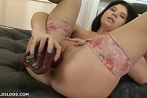 Thick unskilled in haunch high stockings shacking up thick sex-toy