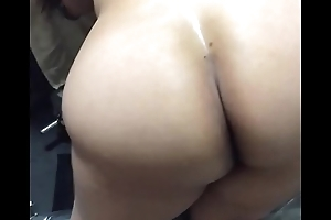 Big ass Gujju Bhabhi get ready for a be hung up on with regard to the gym