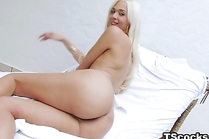 Expansively hung TS Britney Colucci loves anal