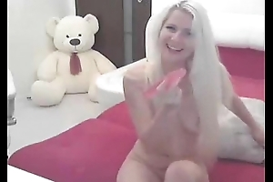 combocams.com - the attractive girl qualitatively satisfies herself not