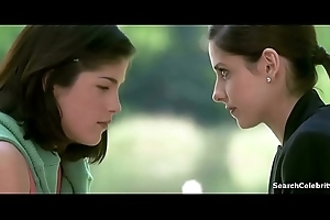 Selma Blair Sarah Michelle Gellar in Cruel Intentions 1999